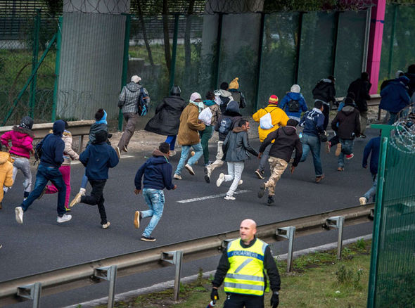 Calais-migrants-crisis-324822