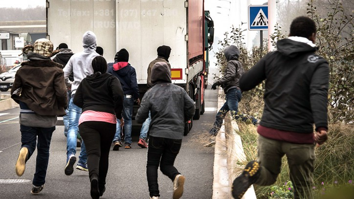 Illegal migrants run on October 29, 2014
