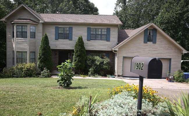 Mohammad Abdulazeez's family home in Hixson, a prosperous community in Chattanooga's Colonial Shores. Better keep 24/7 surveillance on this terrorist training center
