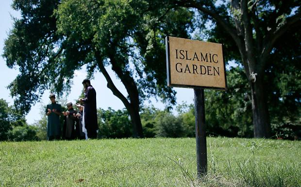 islamic-garden-dal_3381054b