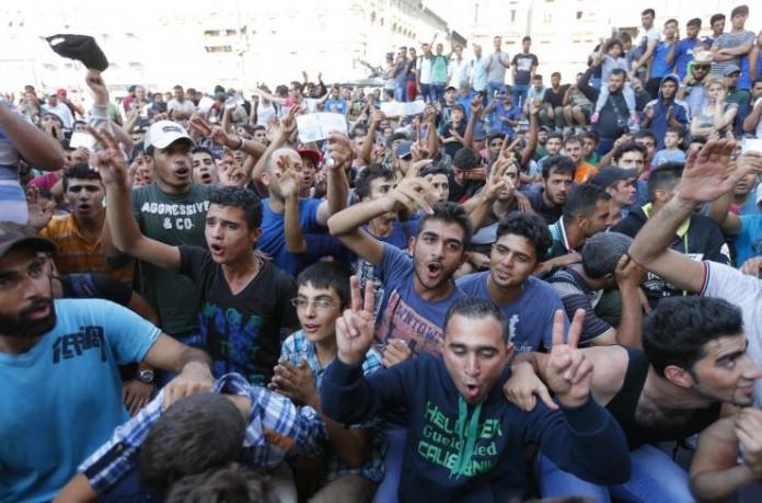 budapestmigrantprotestssept1-696x459