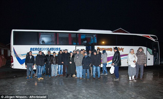24614BB600000578-2894696-A_group_of_asylum_seekers_in_Sweden_refused_to_get_off_a_bus_to_-m-7_1420225679574