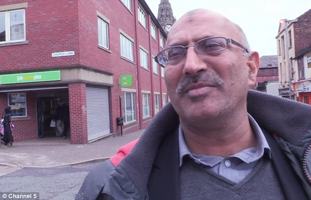 2DE1A22200000578-3293843-The_father_of_11_has_been_signing_on_at_his_Rochdale_job_centre_-a-86_1446060579953