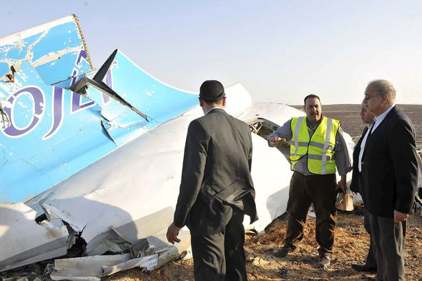 Egypts-Prime-Minister-Sherif-Ismail-looks-at-the-remains-of-a-Russian-airliner