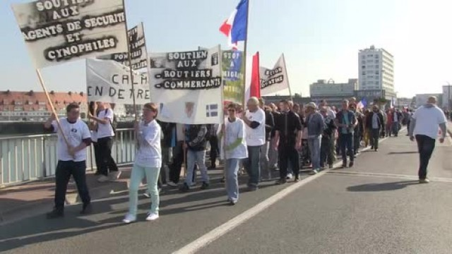 france-anti-refugee-protesters-march-in-calais
