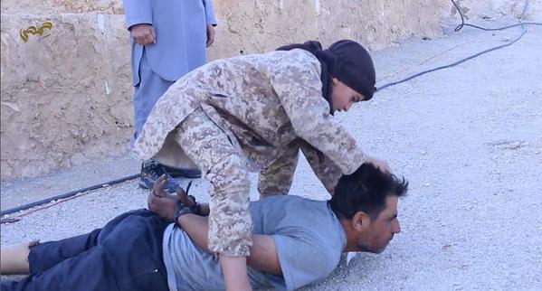 isis-child-beheading-captive-graphic-photos-21121