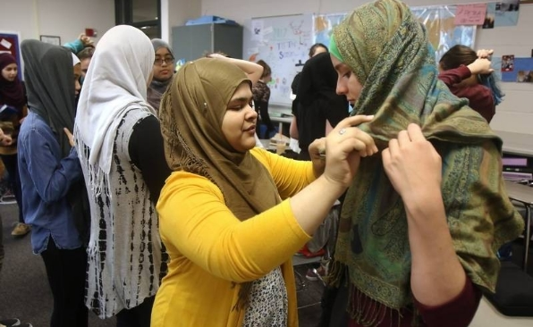 muslim-head-scarf-chicago-vernon-hills-high