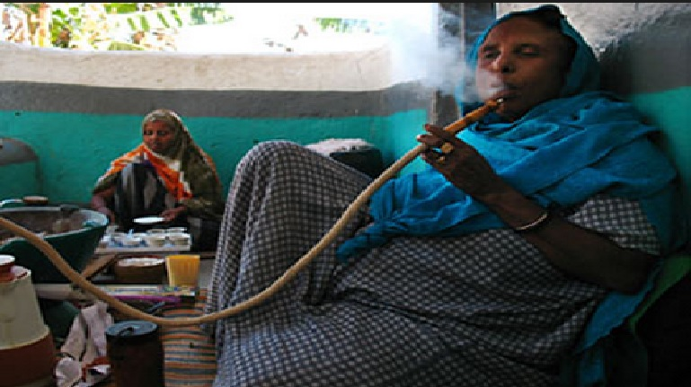 Somali Muslim women prefer smoking hookah pipes