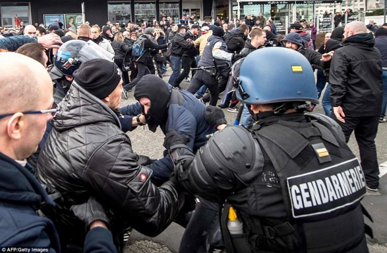 30F1410D00000578-3435093-Policemen_and_gendarmes_arrest_a_man_wearing_a_ski_mask_during_t-a-15_1454797210358