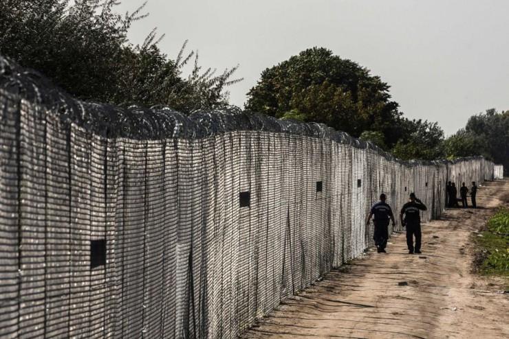 Huge anti-Muslim invader fence in Humgary