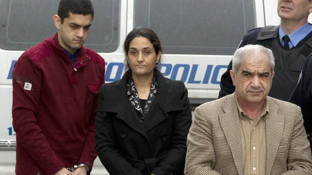 Muslim Family Butchers Own Daughters, Just 2 Words Get Them Out Of Prison Posted on March 4, 2016 by Dom the Conservative Muslim Family Butchers Own Daughters, Just 2 Words Get Them Out Of Prison Hamad Shafia (left), his mother, Tooba (middle), and his father, Mohammad (right), are demanding a new trial in the murders of four female relatives