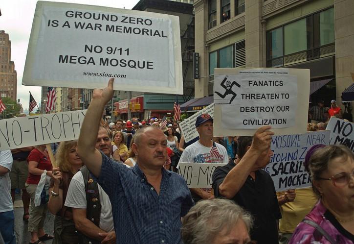 1024px-Ground_Zero_Mosque_Protesters_8-e1414350165219