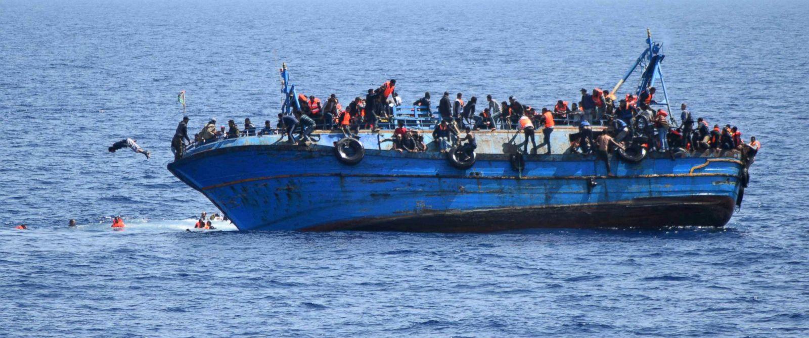 gty_migrant_boat_capsizes_01_jc_160525_12x5_1600