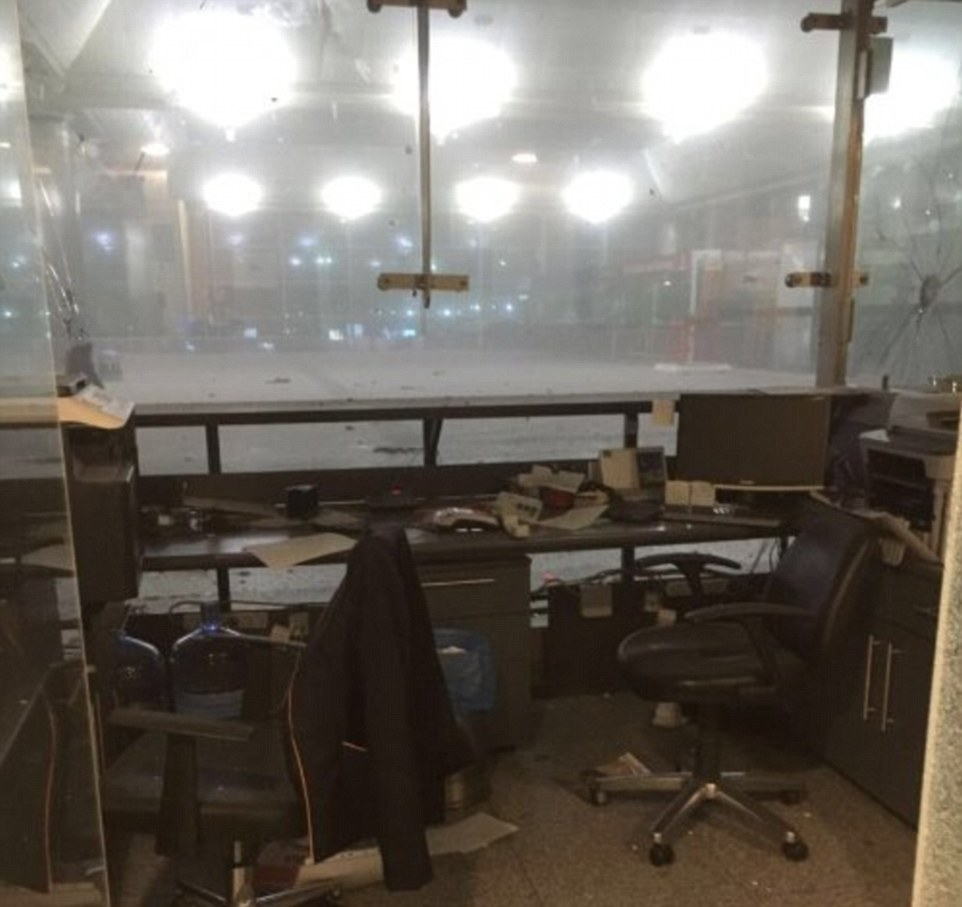 35C3851500000578-3664710-An_abandoned_office_at_Turkey_s_largest_airport_the_Ataturk_airp-a-1_1467156124636