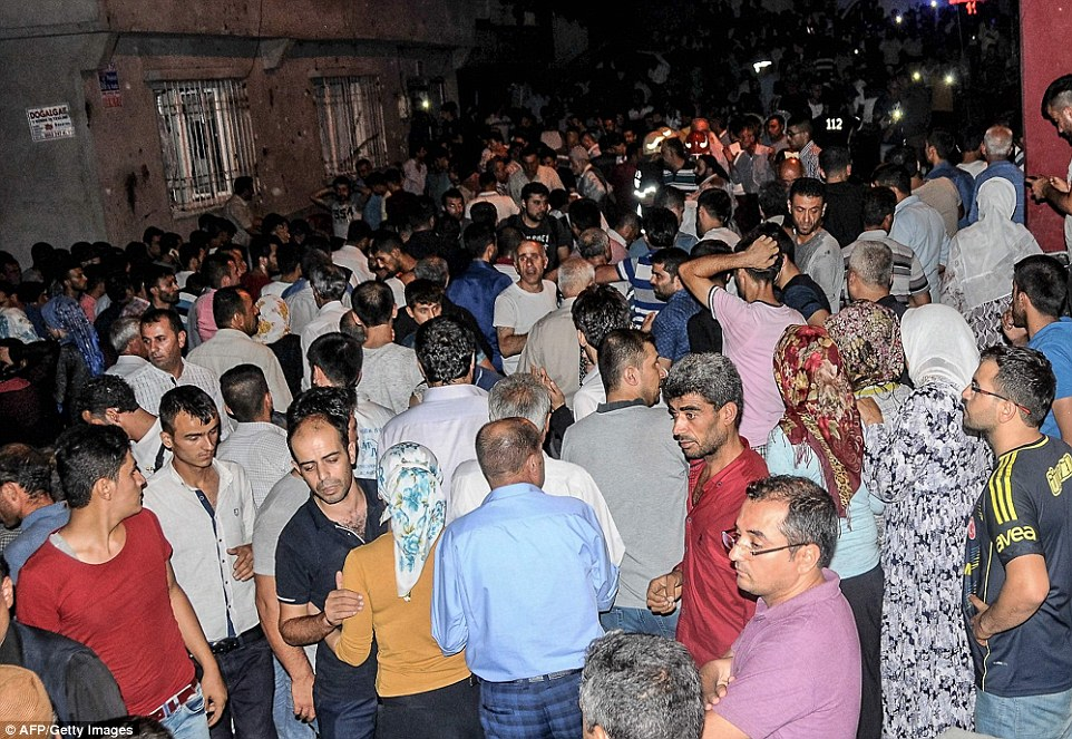 3771AFF800000578-3750906-The_Dogan_news_agency_said_the_explosion_which_went_off_at_7_40p-a-12_1471775104899
