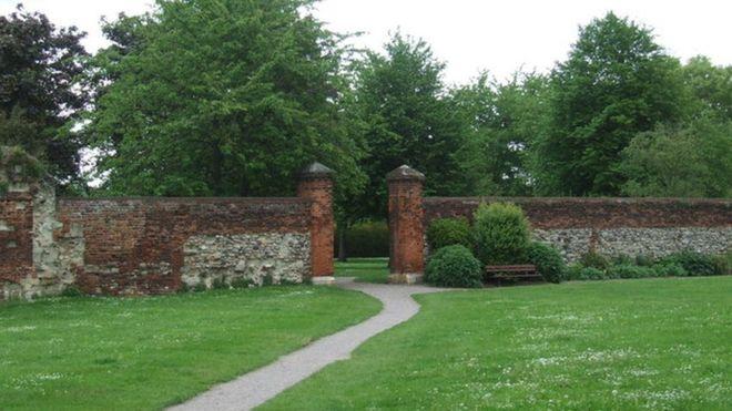 _90567673_wlatham_abbey