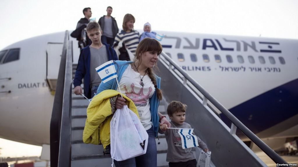 Thousands of Jews are now fleeing France and immigrating to Israel