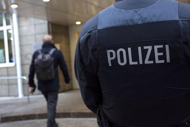 Frankfurt-police-officers