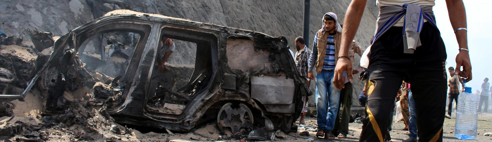 islamic-state-claims-car-bomb-attack-that-killed-governor-of-aden-in-yemen-1449420270