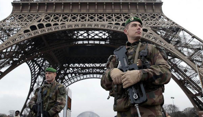 paris_police-eiffel-tower