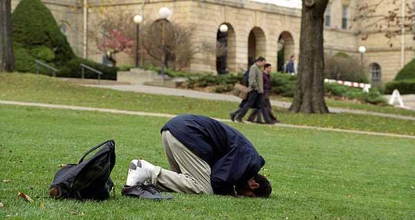 praying-outside