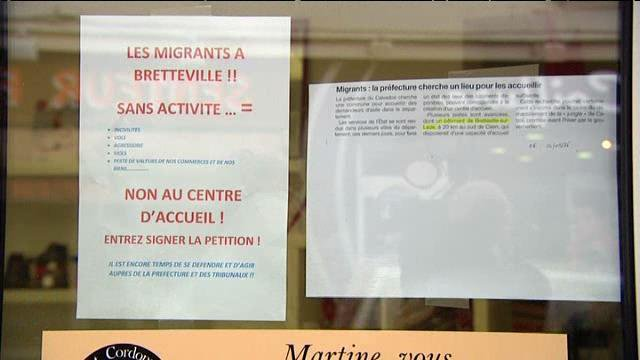 "This is the poster that caused all the trouble. With the title ""No to the reception center"", it is visible in the windows of several shops. The accompanying text is unequivocal: migrants in Bretteville = incivility, theft, assault, rape, loss of value of our businesses and our property. We will accommodate them free of charge. We will give them money, while our young people have nothing!"""
