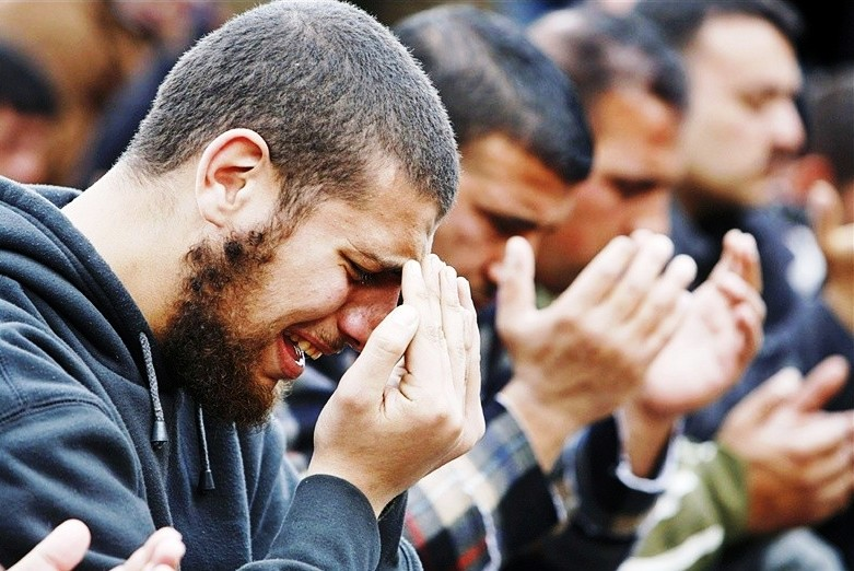 men-cry-prayer