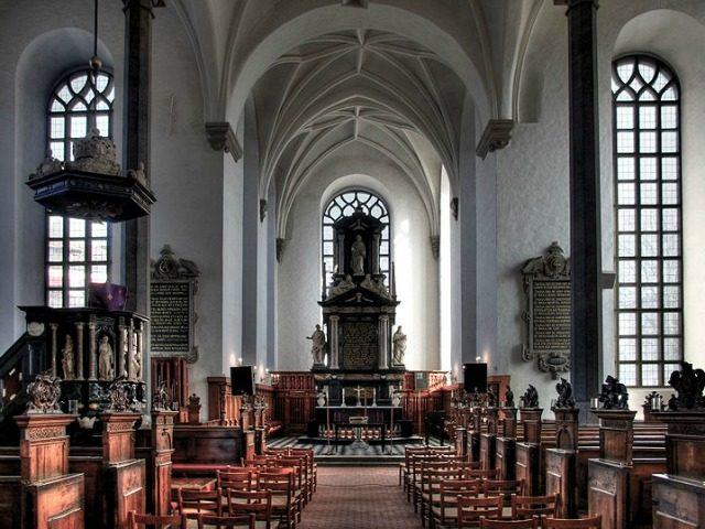 holy-trinity-church-kristianstad-sweden-640x480